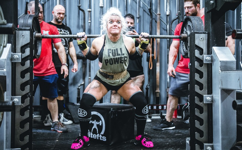 woman weighlifting